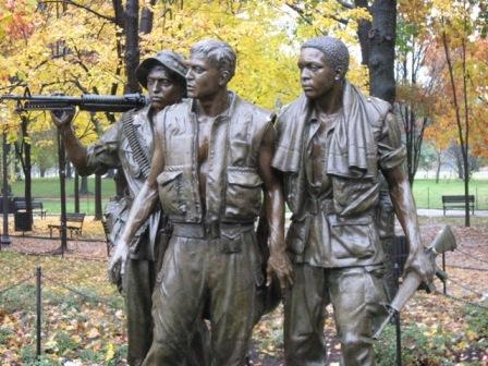 USA_Memorials/vietnam_war_memorial_wash_10