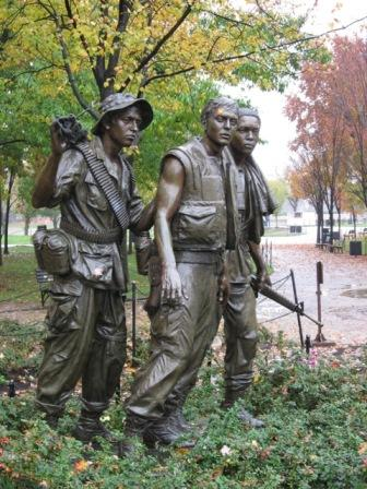 USA_Memorials/vietnam_war_memorial_wash_11