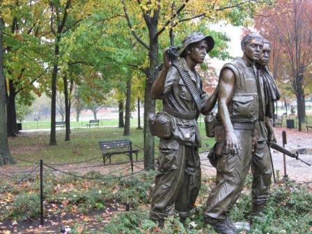 USA_Memorials/vietnam_war_memorial_wash_13