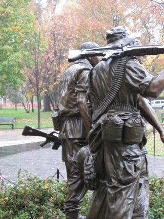 USA_Memorials/vietnam_war_memorial_wash_14