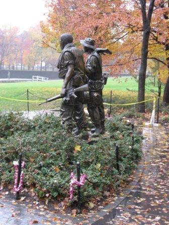 USA_Memorials/vietnam_war_memorial_wash_15